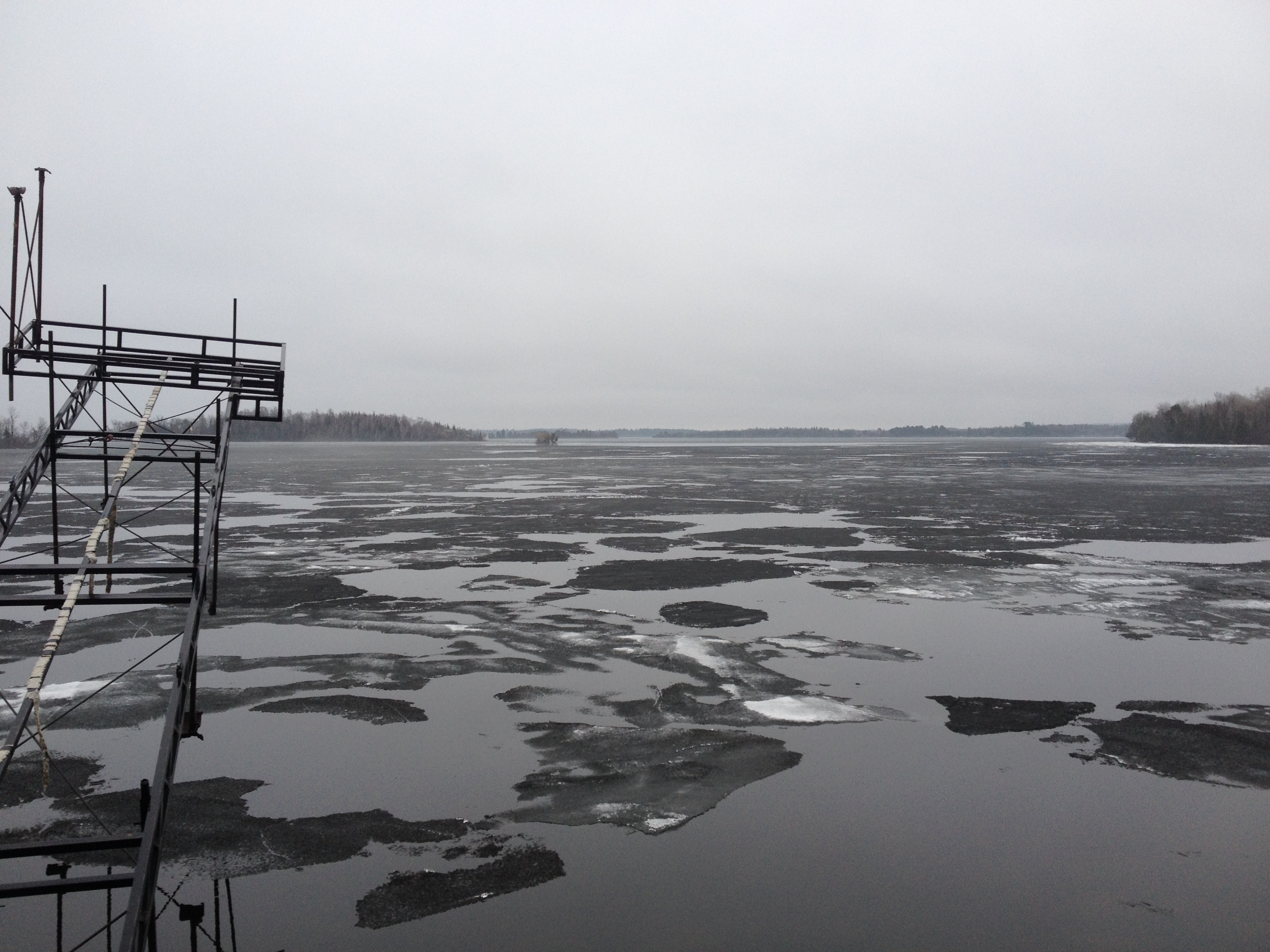 Lake vermilion ice out update everett bay lodge for Lake vermilion fishing report