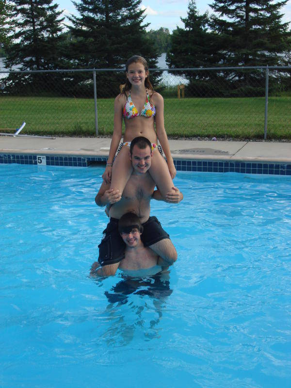 Family in Everett Bay Lodge pool