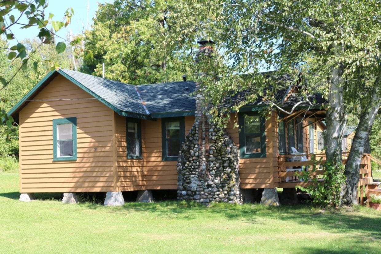 Everett Bay Lodge Lakefront cabin