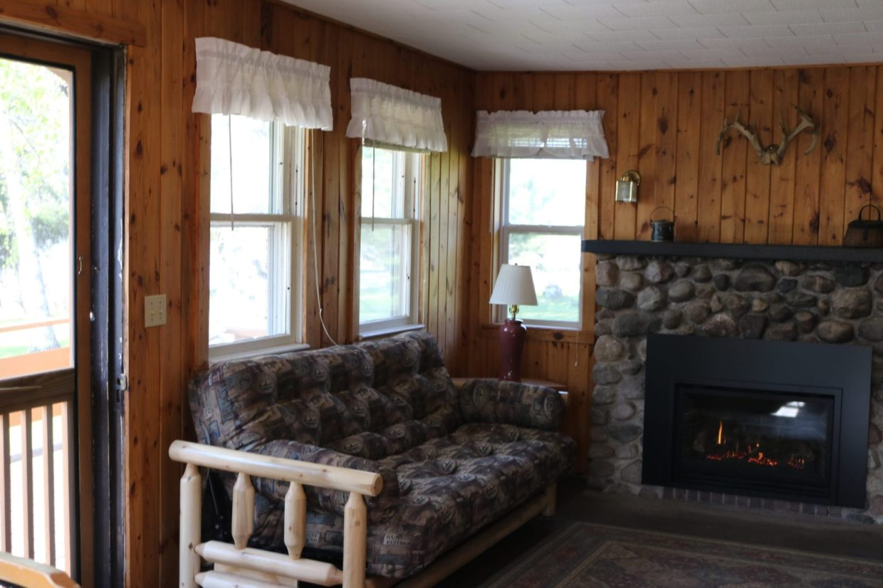Lake Vermilion cabin with fireplace