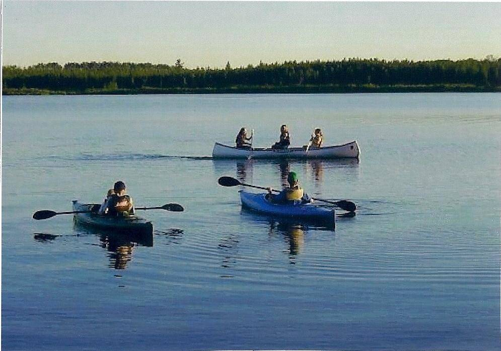 kayakers at Everett Bay Lodge on Lake Vermilion