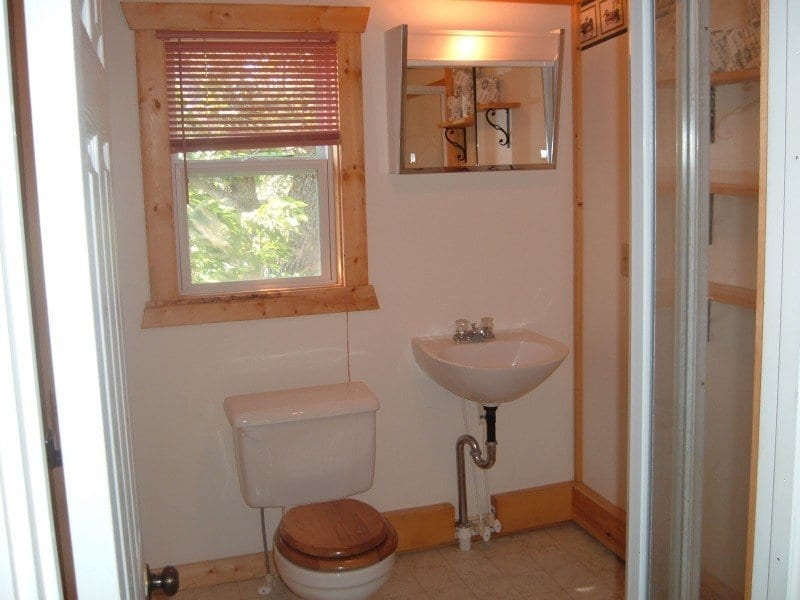 vacation rental by Everett Bay Lodge bathroom