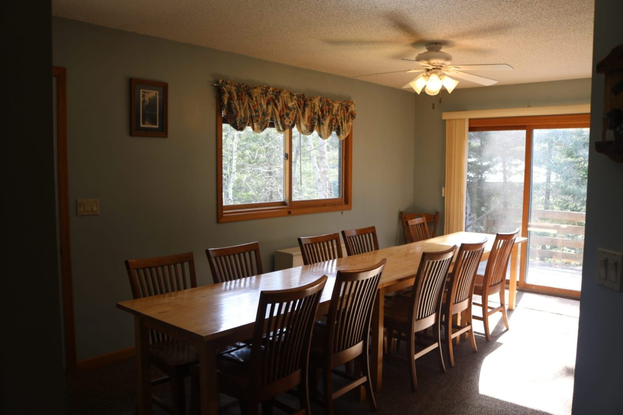 Everett Bay Lodge dining room