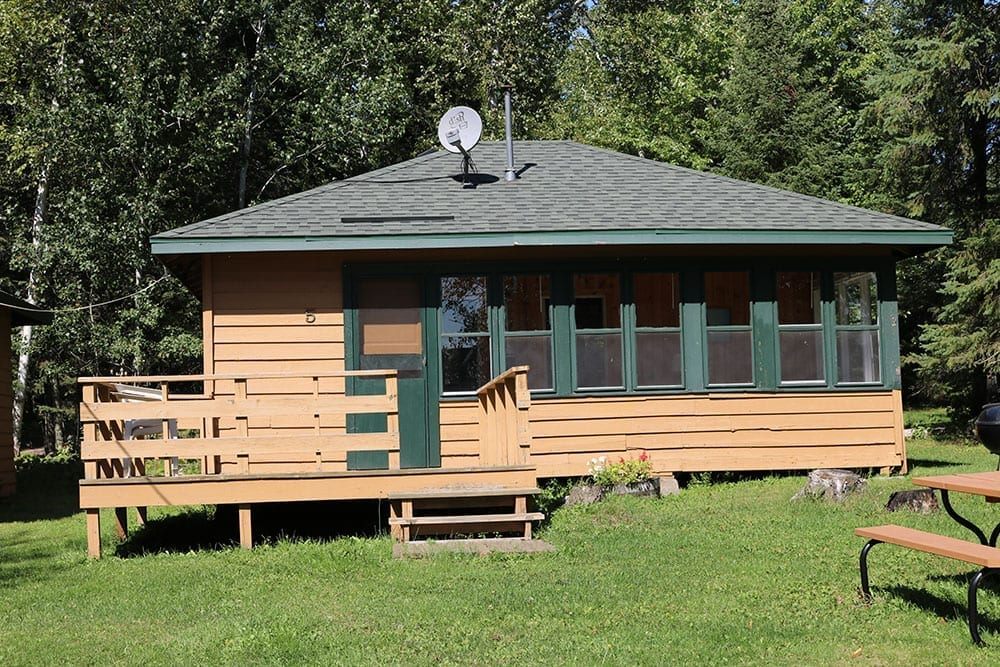 Everett Bay Lodge cabins